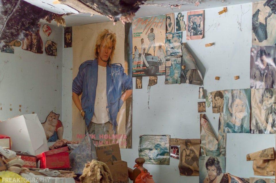 girls bedroom stuck in time